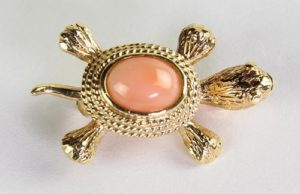 Turtle Brooch made from Coral and 18K Gold