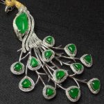 A NATURAL JADEITE PEACOCK DESIGN BROOCH
