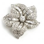 Meister: A diamond brooch in the shape of a flower set